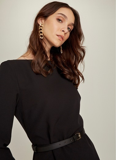 NGSTYLE Kemerli Kayık Yaka Elbise Siyah